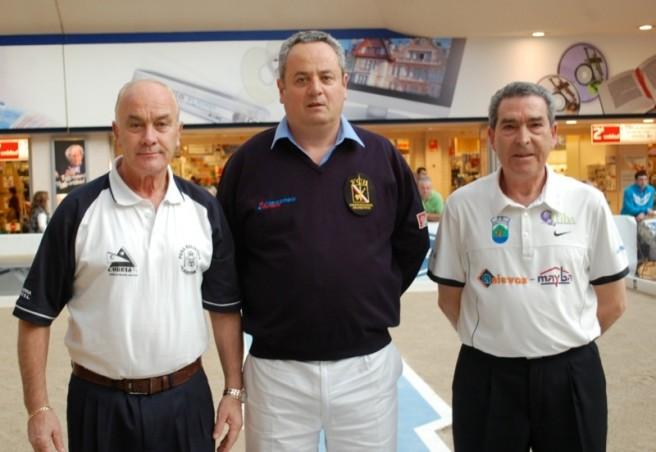 Jugadores y árbitro